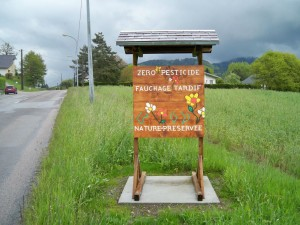 Panneau à l'entrée de Saint-Amé: Fauchage tardif