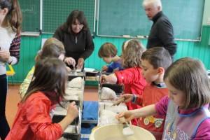 Fabrication de nids d'hirondelles à l'école de Liezey
