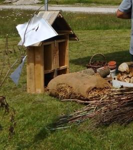 Au festival Jardi'Nature à Gugnécourt le 10 et 11 juin 2017, Oiseaux Nature a proposé la construction d'hôtels à insectes.