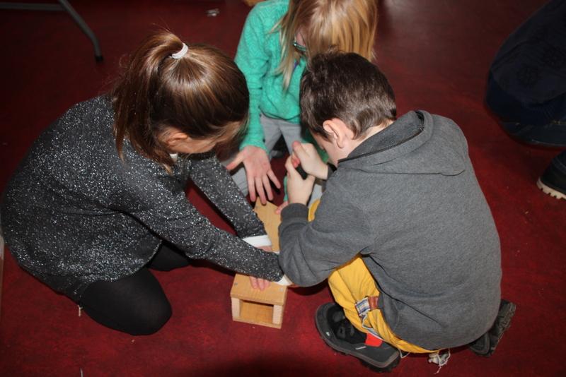 Fabrication de nichoirs par les enfants du Val dAjol 03